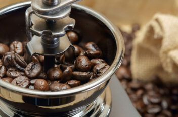 Can I Grind Coffee Beans In A Blender