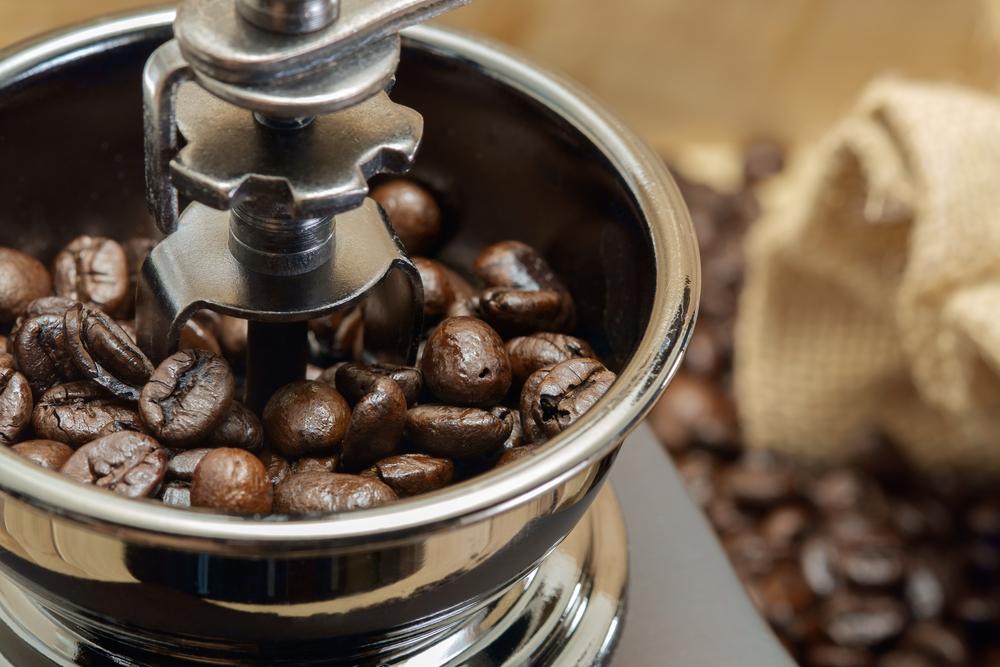 آیا می توانم دانه های قهوه را در مخلوط کن خرد کنم